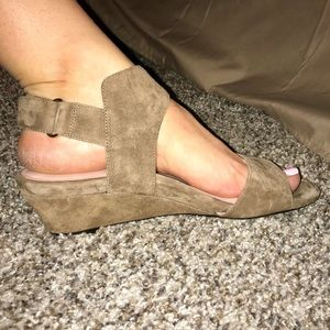 Taryn Rose Light Wedge Sandals